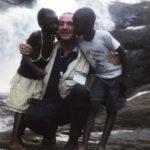 Giuseppe Carrisi e due bimbi africani