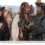 johnny-depp-e-penelope-cruz-con-ian-mcshane-in-pirati-dei-caraibi-4-oltre-i-confini-del-mare